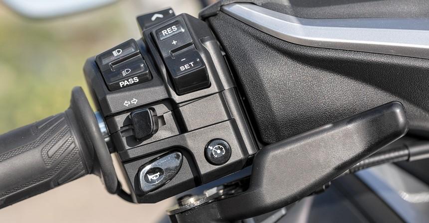 Управления светом, поворотниками, звуковым сигналом Yamaha TMAX DX